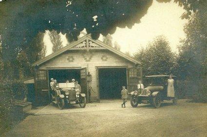 De auto's van H. Vriens (Collectie K. van der Goes-Melzer)