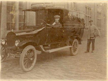 N-333 op een auto van de Coöperatieve Broodbakkerij (Collectie Johan)