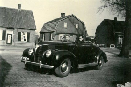 Ford 1938 cabriolet (collectie Hkk De Elf Rotten)