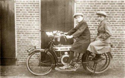 Douglas, 1907 (collectie Regionaal Archief Tilburg)