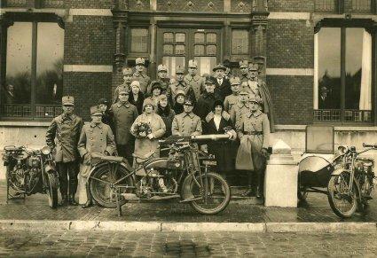 N-19432 V.l.n.r. Indian Scout, Eijsink en Harley-Davidson (coll. R. v.d. Brink)