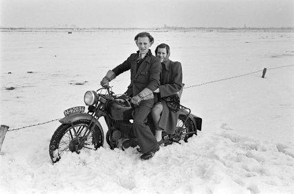 Jan Jansen en zijn zus Lies (foto: D. Scholte; coll. Stadsarchief Oss)