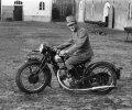 Dienstplichtige H.A. van der Mooren op de motor (foto: Collectie Nettie Trapman-van der Mooren)