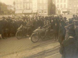 Harley-Davidson 1920 en 1915 (collectie R. van Bijnen)