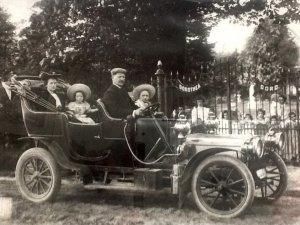 Opa en oma Van Stokkum, met Herman en mijn tante (originele foto: Collectie Corrie van Dijk)