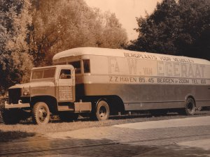 GMC truck met oplegger, 1950.