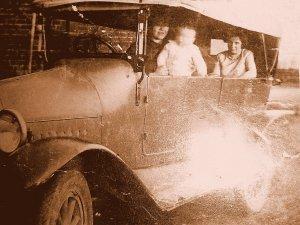 De Auto van Bakkerij Versantvoort in Boxtel, 1930 (Particuliere collectie)