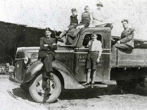 De vrachtwagen van Januske (Collectie Heemkundekring St. Achten op Boeckel)