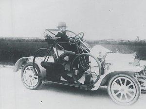 Dr. Kanters in zijn Oryx, c. 1910 Foto: Beeldcollectie Ton Cruysen. Bron: BHIC
