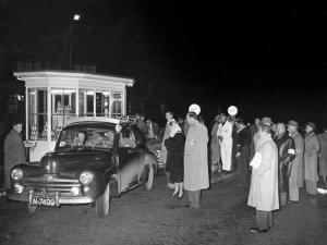 Pijlenrit RAC-Oost 10-11 oktober 1952, Ford V8 met C. Schade aan het stuur (Collectie E. Schade)