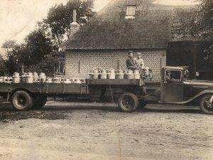 Ford met oplegger, 1933 (Collectie W. van Gils)