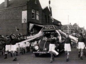 Volkswagen Kever (Fotoarchief Hkk De Vrijheijt van Rosendale)