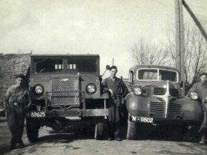 N-82625 Chevrolet en DeSoto (collectie S. Verhagen)