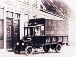 Vrachtwagen van W. v. Egeraat (West-Brabants Archief)