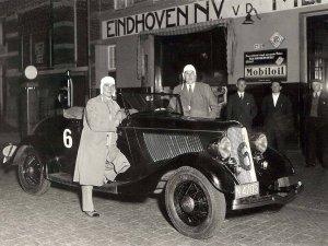 Jacq v.d. Meulen en Lex van Strien bij hun Ford