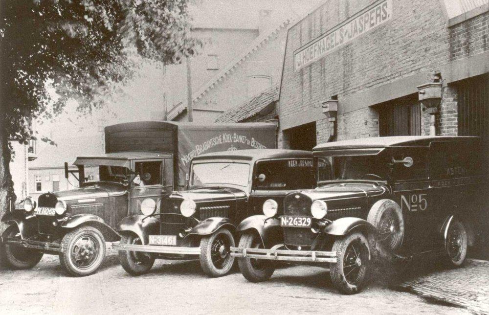 Wagenpark van de koekfabriek (Collectie J. Verdijsseldonck)