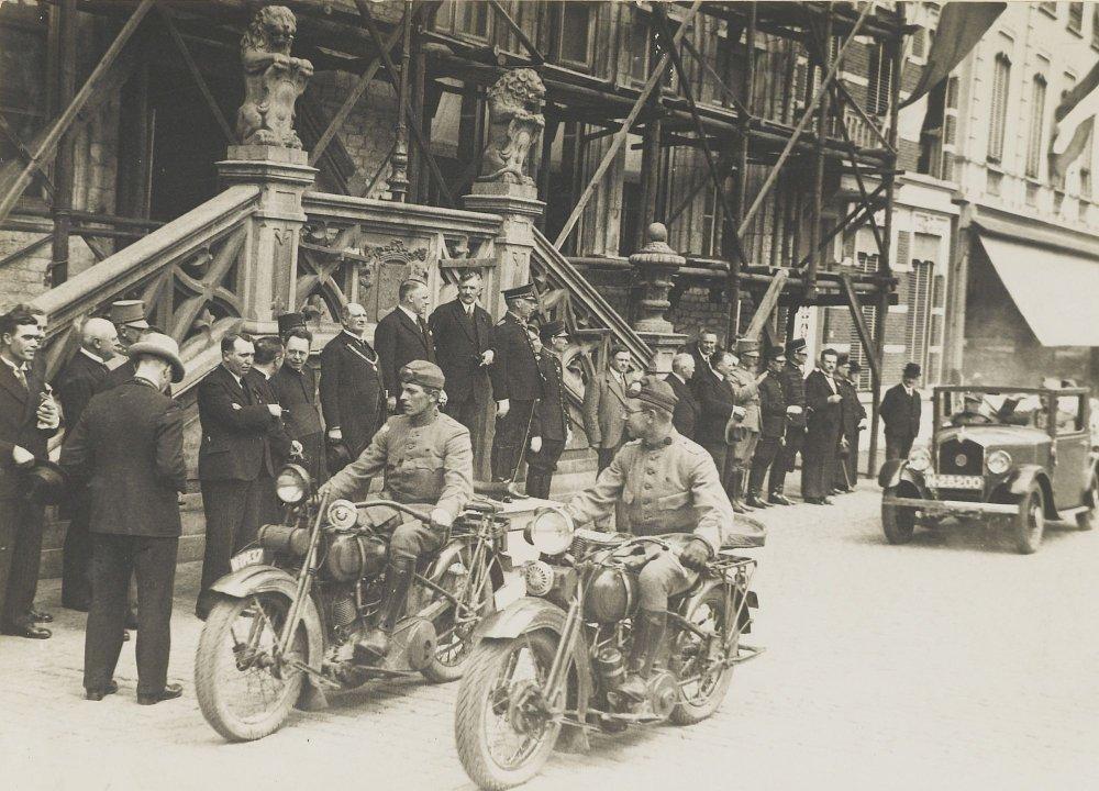 Mathis en Harley-Davidsons, 1932 (collectie West-Brabants Archief)