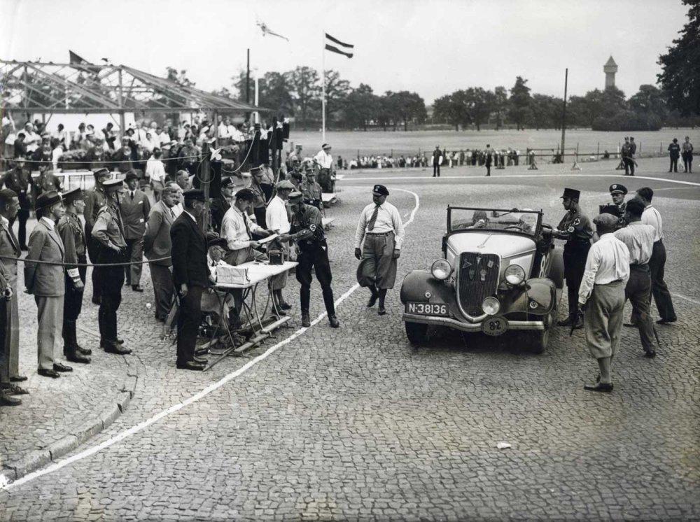 N-38136 Ford, 1934 (collectie Heemkundige Kring De Oude Vrijheid)