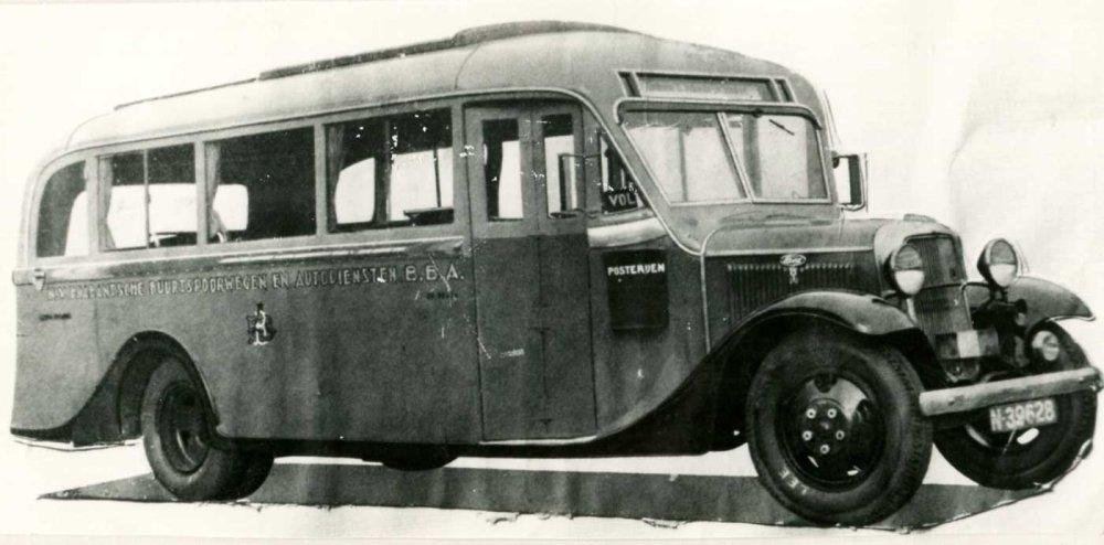 Ford autobus (collectie NCAD, Verzameling S.O. de Raadt)