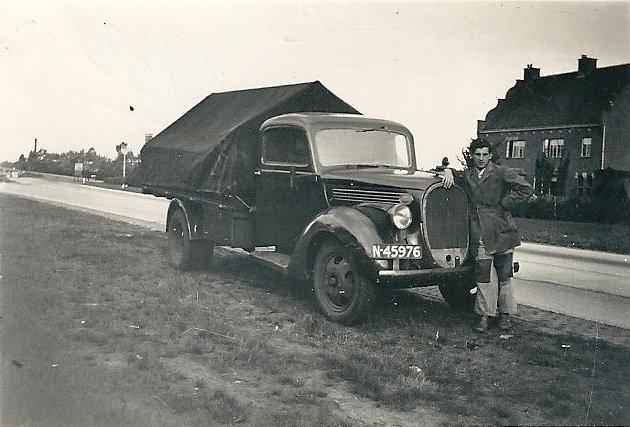 Wim Stevens met zijn vrachtwagen (foto: Collectie S. Kuiper-Stevens)