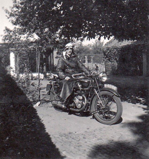 Thies Reijbroek op de Triumph (Collectie W. Jaegers)