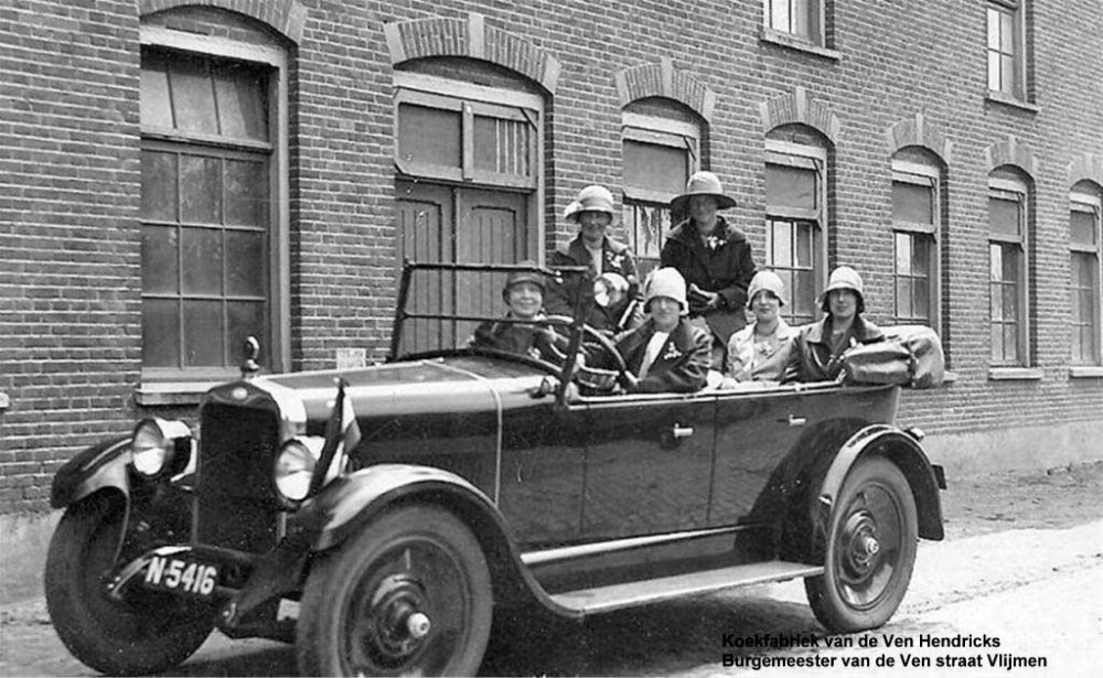 De Chevrolet met damesgezelschap (Collectie C. van de Ven)