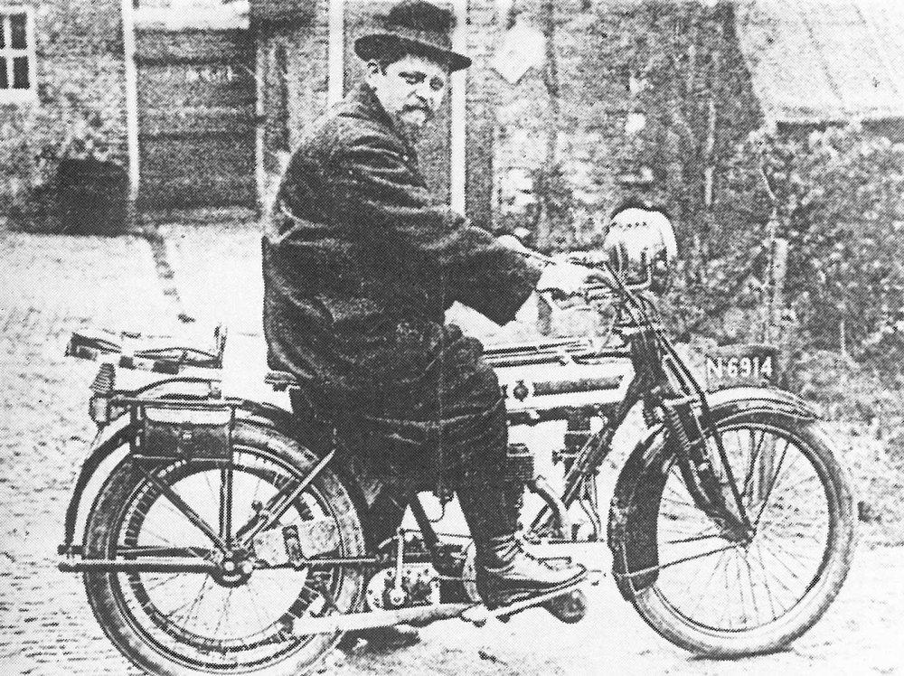 Johannes Wijgergangs op de Saroléa