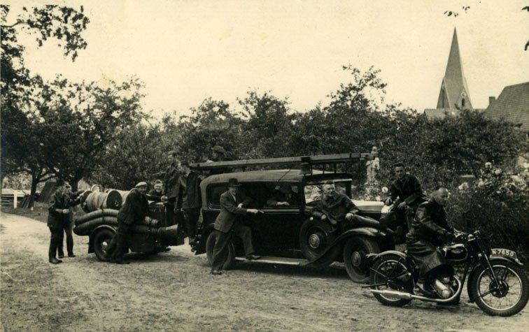 """Triumph en Buick, 1942 (collectie heemkundevereniging """"De Heerlijkheid Herlaar"""")"""