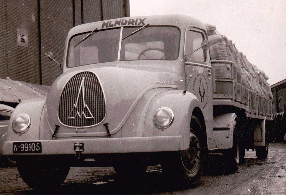 Magirus vrachtwagen van de firma Hendrix (Collectie M. Maassen)