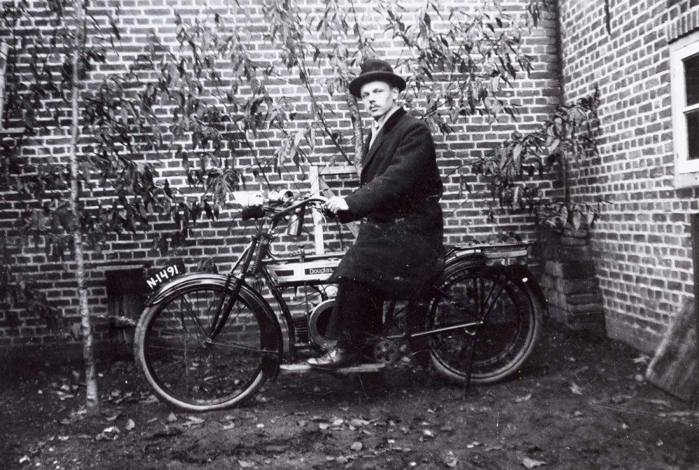 Douglas, 1925 (collectie Regionaal Archief Tilburg)