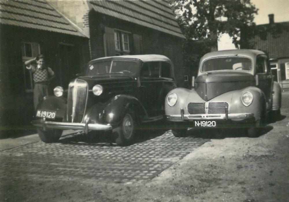 Tweemaal N-19120. Rechts de Willys (collectie Hkk De Elf Rotten)