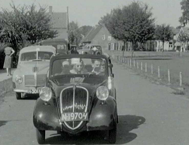 V.l.n.r. Aero Minor en Fiat Topolino (collectie BHIC)