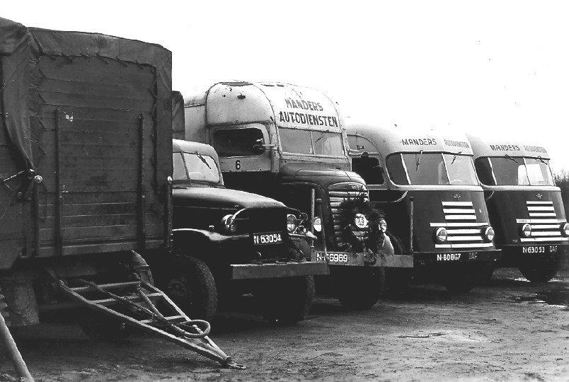 Wagens van transportbedrijf Manders (collectie: M. van Kemenade)