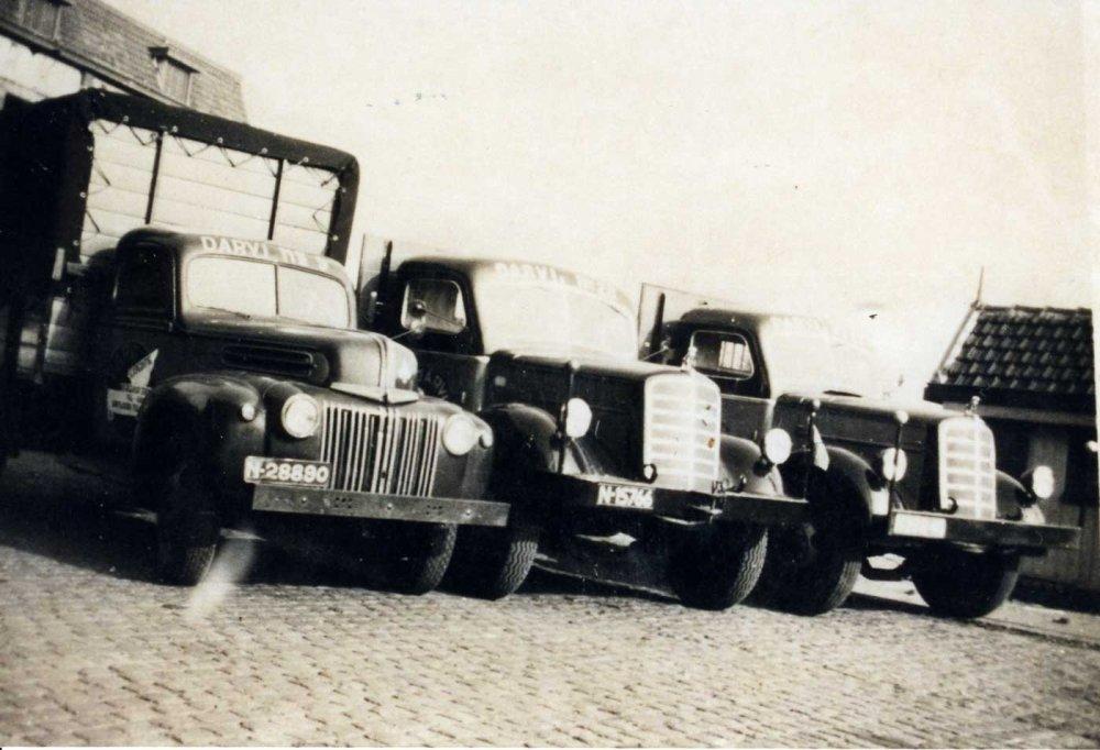 Ford en 2x Mack (archief P. Pietjouw)