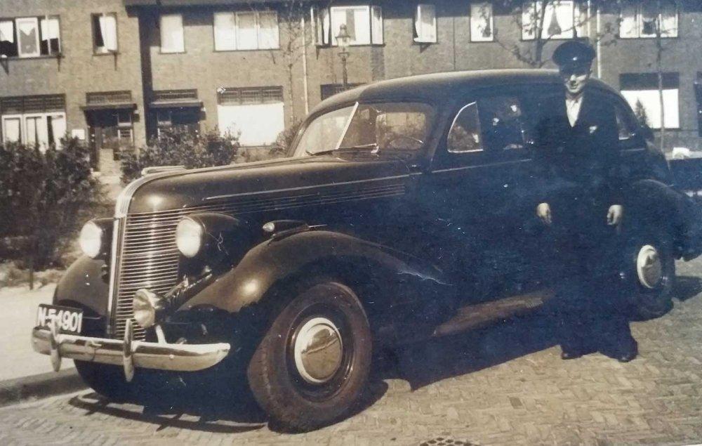 N-54901 Pontiac 1937 (coll. C. Maas)