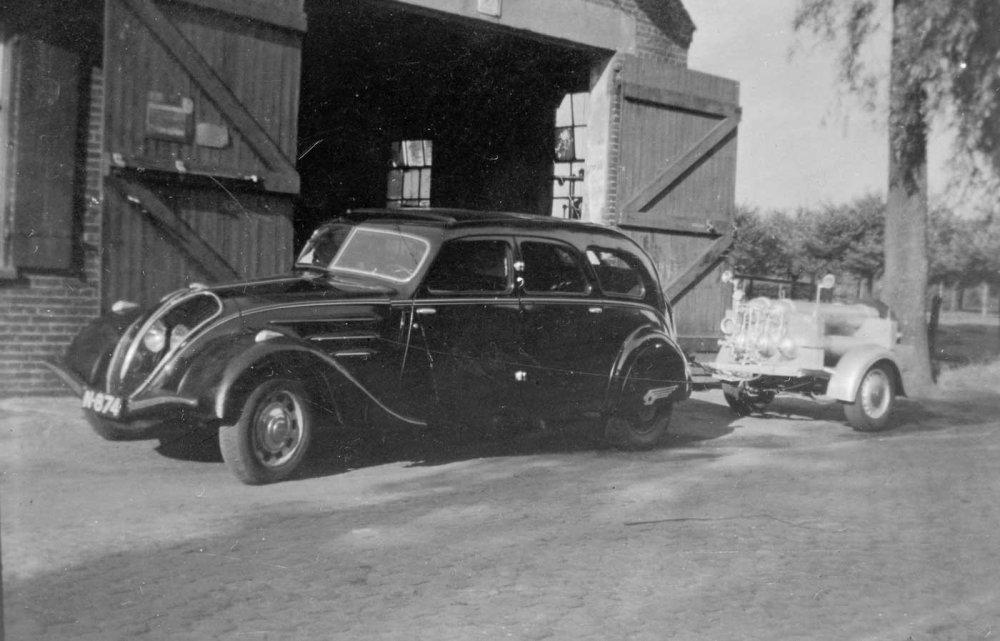 N-874 Peugeot 402 (Heemkundekring Schijndel, coll. fam. Vugts)